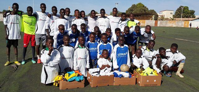 Eefdese shirts voor voetballers in Gambia